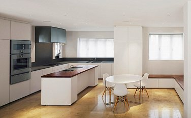 A clean and beautiful kitchen