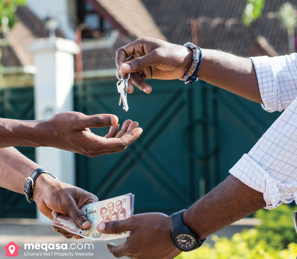 rent negotiation tips. Agent handing keys to seeker in exchange for money.