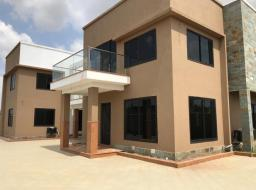7 bedroom house for sale at Trasacco