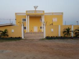 5 bedroom house for rent at upper east airport