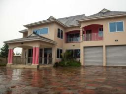 6 bedroom house for sale at Sakumono Village, Accra Ghana
