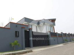 8 bedroom house for sale at Airport Hills