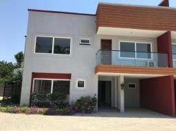 3 bedroom townhouse for rent at Labone