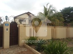7  Bedroom Storey House To Let