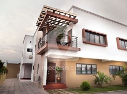 4 Bedroom Town House For Sale in Adjiringanor