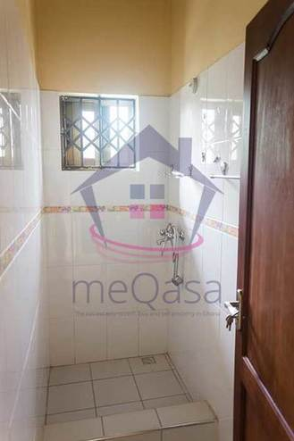 3 Bedroom Detached House For Sale in Lakeside Estate Photo