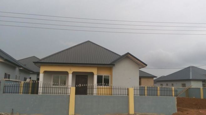2 bedroom detached house for sale in Tema