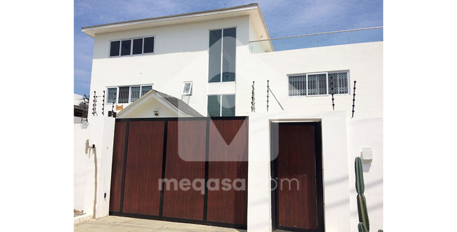 6 Bedroom Executive Storey House For Sale.