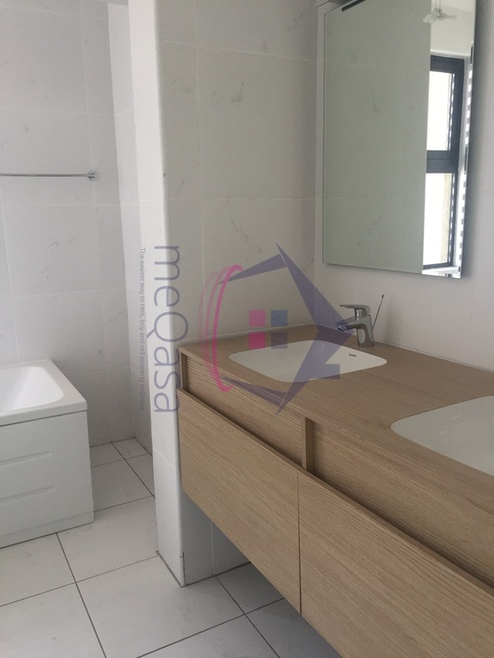 5 Bedroom Town House For Sale in Greater Accra Region, Ghana Photo