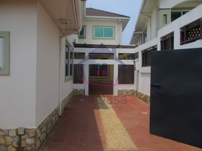 4 Bedroom Apartment For Rent in Cantonments Photo