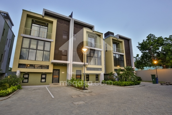 5 Bedroom Town House For Sale in Cantonments - Devtraco Plus Photo