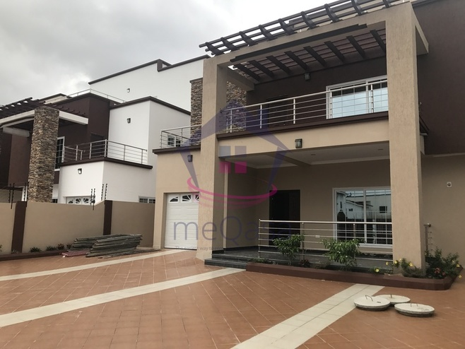 4 Bedroom Apartment For Rent in East Legon