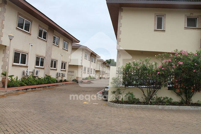 3 Bedroom Townhouses To Let  Photo