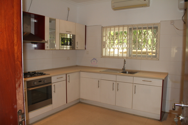 4 Bedroom Townhouse To Let. Photo