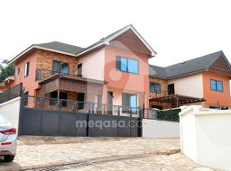 3 Bedroom For Sale in Achimota