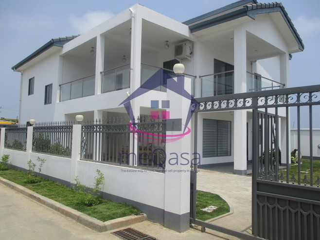 4 Bedroom Town House For Sale in East Airport Photo
