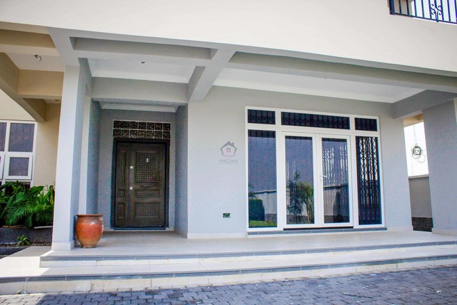 5 bedroom semi-detached house for sale in Tema Photo