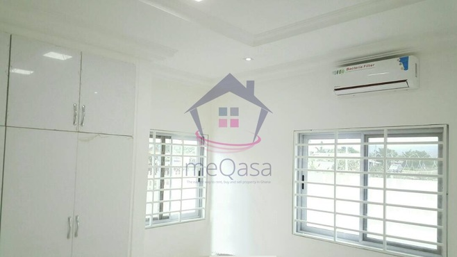 3 Bedroom Semi Detached House  Photo