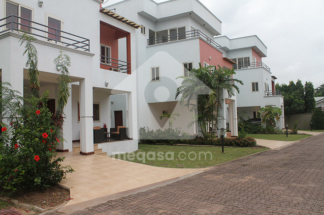 4 Bedroom Townhouses To Let. Photo