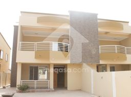 3 Bedroom House For Sale / Rent At Adjiringanor