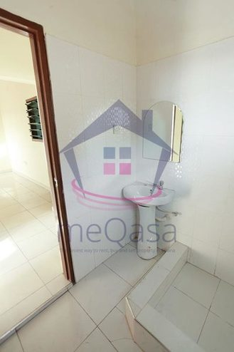 2 Bedroom Semi-detached House For Sale in Lakeside Estate Photo