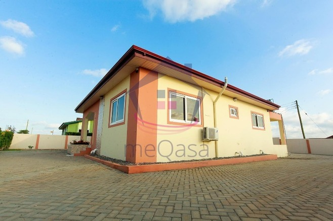 4 Bedroom House For Sale in Lakeside Estate Photo