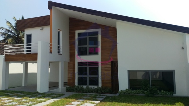 4 bedroom town house for sale in Accra Photo