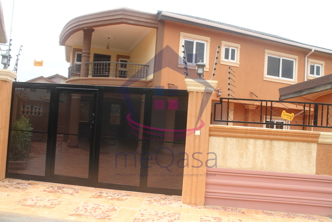 5 Bedroom Storey House With Swimming Pool For Sale.